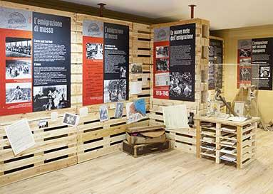 Pannelli montati su pallet: allestimento per un Piccolo Museo